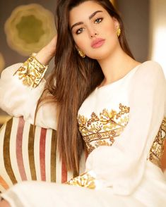 Transform Your Looks With This Advice Beautiful Muslim Women, Most Beautiful Indian Actress, Beautiful Hijab, Beautiful Actresses, Gorgeous Women, Arabian Beauty Women, Indian Beauty, Most Beautiful Faces, Beautiful Girl Image