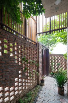 Exterior house ideas brick architecture Ideas for 2019 Brick Design, Facade Design, Exterior Design, House Design, Compound Wall Design, Brick Architecture, Diy Kit, Brick Facade, Tropical Houses