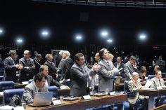 CONGRESSO A TODO VAPOR: Na quarta-feira (26), no mesmo horário em que a seleção brasileira jogava contra o Uruguai pela semifinal da Copa das Confederações, momento em que normalmente o plenário do Senado fica esvaziado, senadores analisam projeto de lei do senador Pedro Taques (PDT-MT), que torna a corrupção um crime hediondo