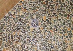Пляж дома  Таким может быть ваш пол в ванной или душевой   Ходить на берегу моря по камням босиком приятно и очень полезно! Они стимулируют рефлексогенные точки на ступнях и обладают особой энергетикой) @moe_remeslo #стильныевещи #издерева #loft #лофт #интерьер #interiordesign #loftdesign #массив #оформление #дизайнкраснодар #лофткраснодар #фасадныйдекор #фасадиздерева #loftkrasnodar  #krasnodar #krd #interiordesign  #designkrasnodar  #design #экодизайн #экостиль #ecostyle #handmade…