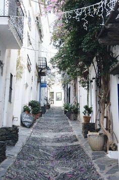 Cadaqués Garden Line, Barcelona, Spain Travel, Adventure Awaits, Malaga, The Good Place, Destinations, Places To Go, Beautiful Places