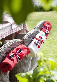 Issue SANS for FEST 2013 <3 Magazine with lots of DIY ideas, inspiration, food, gardening & interior! HURRA!!!! Norwegian National Day. National costume. Red, white and blue. 17. may - 17. mai. Childrens Day. Melon, icecream, strawberry and licorice. Games in the garden. Ja, vi elsker.... Facebook: facebook.com/bladetsans Instagram: #bladetsans Photo: Yvonne Wilhelmsen