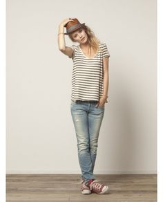 Loose T-shirt and Fedora with Converse - 25 Ways to Style: T-Shirt and Straight Leg Jeans