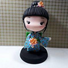 E lá vamos Nós... com mais fofurices Japonesas.kkkk Polymer Clay Disney, Polymer Clay Figures, Polymer Clay Sculptures, Fimo Clay, Polymer Clay Projects, Sculpture Clay, Chibi, 1st Birthday Cakes, Kokeshi Dolls
