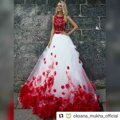 #Repost @oksana_mukha_official with @repostapp ・・・ Rosemary gown, Privee Collection 2017 #OksanaMukha  #оксанамуха #weddingdress #roses #red #bride #bridal #bridalgown http://gelinshop.com/ipost/1518973237206987297/?code=BUUehyDDDIh