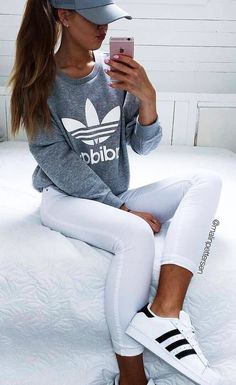 summer outfits Grey Printed Sweater + White Skinny Jeans