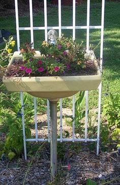old sink>>planter with built-in-drainage - Genius.