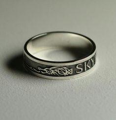 Que chulada de anillo de Skyrim!!!!! O_O!!! XD