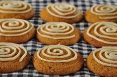Pumpkin Cookies w/ Cream Cheese frosting ( these are amazing. I used a small cookie scoop and got about 40 cookies. I doubled the frosting and iced them like cupcakes. Tastes like pumpkin rolls! Pumpkin Cookie Recipe, Pumpkin Spice Cookies, Pumpkin Recipes, Fall Recipes, Sweet Recipes, Pumpkin Puree, Pumpkin Pumpkin, Yummy Recipes, Recipies