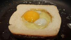 Con solo pan de molde, mantequilla y huevo, puedes preparar una receta fantástica. Una idea del blog A TEACHER IN THE KITCHEN.