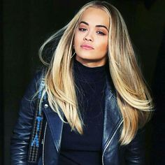 Take a look at balayage blonde hair colors 2017 summer. Actually, there are several trends for hair colors that will be awaiting you in a couple of months. 30 Hair Color, Hair Color 2017, Hair Colors, Short Hair With Bangs, Hairstyles With Bangs, Summer Hairstyles, Brown Blonde Hair, Platinum Blonde Hair, Hair Styles 2016