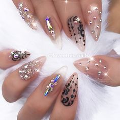 : Picture and Nail Design by •• @loveeffectnails •• Follow @loveeffectnails for more gorgeous nail art designs!