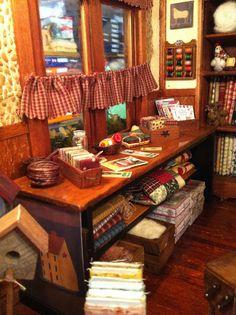 http://simplypatchwork.blogspot.com.es/2012/11/no-os-perdais-esta-entrada.html Miniature Quilt Shop