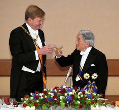 Rey Guillermo Alejandro de Holanda y Emperador Akihito del Japón, brindan por la amistad entre las dos Familias Reales y por felicidad y prosperidad de sus naciones y la paz mundial