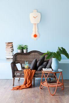 Combo Design is officieel dealer van KLOQ ✓ wandklokken collectie makkelijk te bestellen ✓Gratis verzenden (NL) ✓Altijd de scherpste prijs ✓ Outdoor Furniture Sets, Outdoor Decor, Wicker, Neon, Orange, Interior Design, Chair, Design Ideas, Home Decor