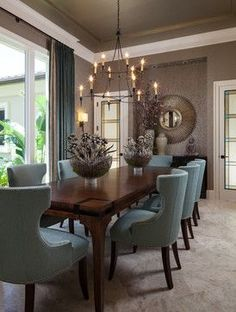 I love traditional dining room decor, these are all beautiful!  10 Popular Interior Design Photos