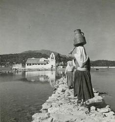 Ζωγραφίζοντας στην Κέρκυρα - National Gallery Greece Photography, Artistic Photography, Corfu Town, Greece Pictures, Corfu Island, National Gallery, Corfu Greece, Vintage Pictures, Athens