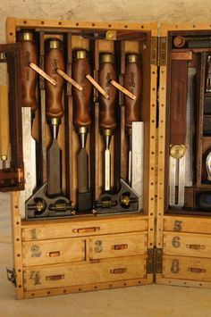 Wooden Toolbox – a new design – going to pieces Antique Tools, Old Tools, Vintage Tools, Woodworking Hand Tools, Woodworking Shop, Woodworking Projects, Woodworking Bench, Welding Projects, Woodworking Classes