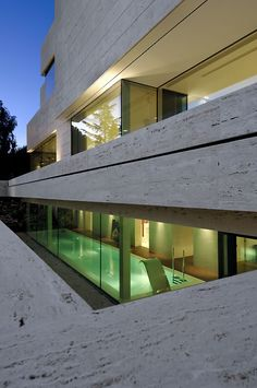 Image 21 of 27 from gallery of Family House in Pozuelo de Alarcón / A-cero. Photograph by Luis H. Home By, Modern House Design, Villa Design, Modern Houses, Pool Designs, Luxury Villa, Art And Architecture, Interior And Exterior, Interior Design