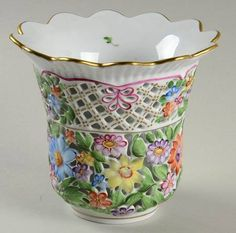 """Your Favorite Brands China Selections 4"""" Pierced Vase"""