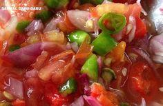 Resep Sambal Dabu-Dabu Khas Manado Yang Enak dan Praktis Hot Sauce Recipes, Spicy Recipes, Asian Recipes, Cooking Recipes, Ethnic Recipes, Sambal Sauce, Sambal Recipe, Mie Goreng, Malay Food