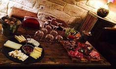 Groupon - Assortiment de 7 tapas et  vin au choix pour 2 ou 4 personnes dès 24,90 € au bar à vin Les Tanins D'abord à Montpellier. Prix Groupon : 24,90€
