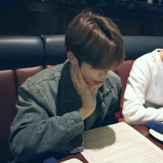 """""""Jaehyun and his relationship with food,a thread"""""""