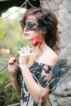 Dark Romance Wedding Photo Shoot | Weddingomania