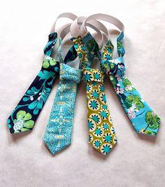 Něco pro kluky by nebylo? aneb Kravatové šílenství začíná! Floral Tie, Mom, Accessories, Fashion, Moda, Fashion Styles, Fashion Illustrations, Mothers, Jewelry Accessories