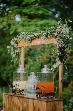 Lemonade stand rustic wedding decor