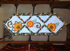 Trilho de mesa Ramona - Caminho de mesa - Patchwork - Apliquê Trabalho publicado em revista