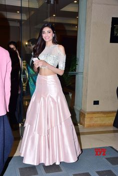 Mumbai: Manish Malhotra& Haute Couture 2018 Athiya Shetty - Social News XYZ Photos: at 2018 Indian Wedding Gowns, Indian Gowns Dresses, Indian Bridal Lehenga, Indian Bridal Wear, Indian Wear, Manish Malhotra Designs, Manish Malhotra Bridal, Manish Malhotra Lehenga, Manish Malhotra Collection