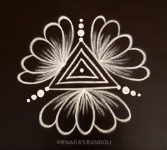 Simple Rangoli Border Designs, Easy Rangoli Designs Diwali, Rangoli Designs Latest, Rangoli Designs Flower, Free Hand Rangoli Design, Small Rangoli Design, Rangoli Ideas, Rangoli Designs With Dots, Flower Rangoli