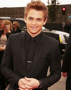 Hunter Hayes looking quite dapper