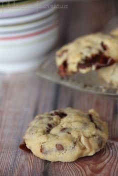 Cookies aux Carambar, noix de cajou & pépites de chocolat