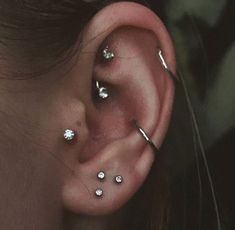 14 Cute and Beautiful Ear Piercing Ideas For Women - Biseyre Trending Ear Piercing ideas for women. Ear Piercing Ideas and Piercing Unique Ear. Ear piercings can make you look totally different from the rest. Ear Piercing For Women, Pretty Ear Piercings, Ear Peircings, Unique Ear Piercings, Ohrknorpel Piercing, Bijoux Piercing Septum, Ear Piercings Rook, Body Piercings, Bellybutton Piercings