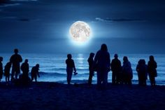 """If the full moon looks a bit bigger and brighter in tonight's sky, you're not seeing things: It's just the """"supermoon"""" -- the biggest moon of 2012."""