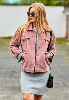 60 Fall Street Style Outfits Inspired By Fashionistas Casual Fall Outfits, Spring Outfits, Cool Outfits, Fashion Outfits, Blue Outfits, Winter Outfits, Pink Corduroy Jacket, Pink Denim Jacket, Courdoroy Jacket