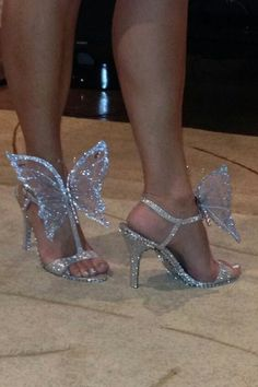 Are you looking for the perfect prom or evening shoes to complete your prom ensemble, or for a unique pair of designer dress shoes or special occasion shoes to wear to a formal occasion? Fancy Shoes, Pretty Shoes, Crazy Shoes, Beautiful Shoes, Cute Shoes, Crazy High Heels, Shiny Shoes, Dr Shoes, Me Too Shoes