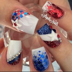 July is coming, and the best way to celebrate Independence Day is the Star and Spangle Flag nail art. Use these interesting nail designs to show your inner patriotism. American fashionistas are preparing various nail art ideas to celebrate their Holiday Nail Designs, Holiday Nails, Christmas Nails, Nail Art Designs, Nails Design, Seasonal Nails, Flag Nails, Patriotic Nails, Red Nails