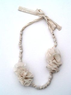 DIY: Anthropologie knock-off necklace, instructions on http://www.flamingotoes.com/2010/08/anthro-knockoff-akela-necklace/