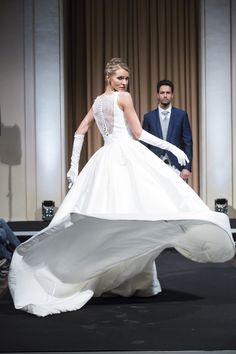 Abiti Da Sposa Zola Predosa.53 Fantastiche Immagini Su Sfilate Moda Sposi Moda Sposo Sposa