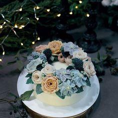 겨울 밤, 반짝반짝-✨ 늦은 시간 촬영도 제법 매력적이네요. 참 예쁘다-클레마티스 #winter #flowercake #cake #baking #birthdaycake #foodstagram #bakingtime #beanpaste #sweet #buttercream #foodstyling #onthetable #꽃스타그램 #힐링 #취미 #생일케이크 #12월 #선물 #플라워케이크 #꽃케이크 #케이크 #달달해 #꽃케이크 #반짝반짝 #빈티지 #감성사진 #베이킹타임 #떡케이크 #앙금플라워