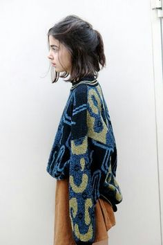 Oversize cosby sweater and short pleated skirt