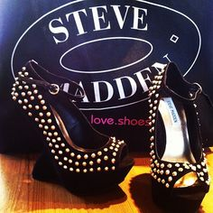Studded Steve Maddens Steve Maddens is a name of excellence in offering to the masses the most contemporary of styles of footwear. It offers to you the most terrific of prices with the help of the Steve Madden Coupons and discount offers.