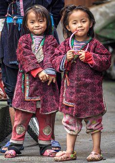 Twin Girls @ Huanggang Dong Village, Guizhou China