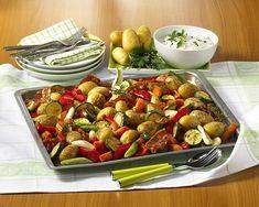 Unser beliebtes Rezept für Gemüse-Blech-Kartoffeln und mehr als 55.000 weitere kostenlose Rezepte auf LECKER.de.