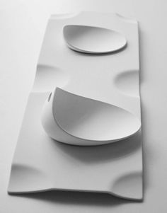 Design inspiration by Daanizzo Porcelain Ceramics, Ceramic Bowls, Ceramic Pottery, Ceramic Art, Plate Design, Food Design, Cerámica Ideas, Pottery Designs, Shape And Form