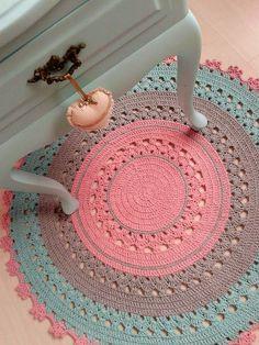Tapete de croche para quarto infantil Medida 80 cm de diametro Pode ser feito nas cores de sua decoração! Outras medidas, consultar valor. Tapete Baby Denise