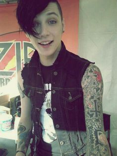 So flippin cute!!! Andy of the Black Veil Brides!!! Best song Award!! In The End
